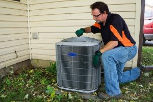 Gaithersburg, MD hvac contractor doing maintenance work on an air conditioning unit
