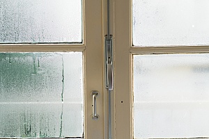 foggy windows in a home that has an air conditioner but needs a dehumidifier