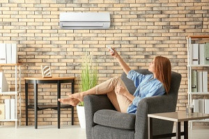 woman seeing how long her air conditioner should run